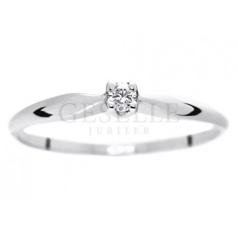 Uroczy pierścionek z brylantem 0.05 ct - idealny na oświadczyny