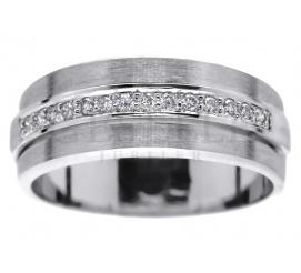 Oryginalny pierścionek z białego złota: klasyczna obrączka i 14 brylantów po 0.01 ct