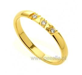 W romantycznym stylu - wąskie obrączki ślubne z żółtego kruszcu z trzema kamieniami w oryginalnej oprawie
