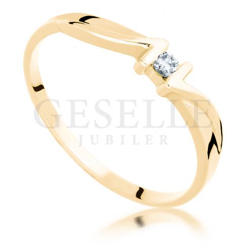 Wyjątkowy pierścionek: żółte złoto i brylant o masie 0.04 ct