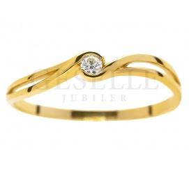 Delikatny, złoty pierścionek zaręczynowy z brylantem 0.04 ct