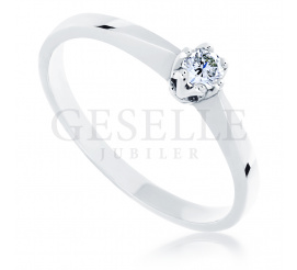 Ponadczasowy pierścionek zaręczynowy z białego złota z kolekcji GESELLE Jubiler z brylantem 0.10 ct - klasyka, która nie wychodzi z mody