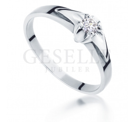 Nowoczesny pierścionek zaręczynowy z białego złota pr. 585 z brylantem o masie 0.11 ct