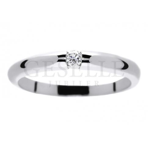 Wyjątkowy pierścionek zaręczynowy z brylantem 0.05 ct - klasyka w nowoczesnej formie