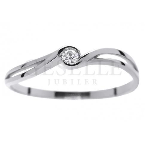 Delikatny pierścionek zaręczynowy z białego złota z brylantem 0.04 ct