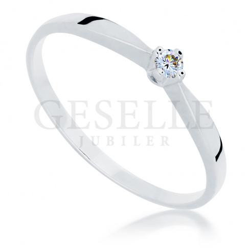 Klasyczny pierścionek z białego, kruszcu z najprawdziwszym brylantem 0.05 ct