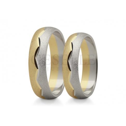 Nowoczesne obrączki ślubne z dwóch kolorów złota z ozdobna linią