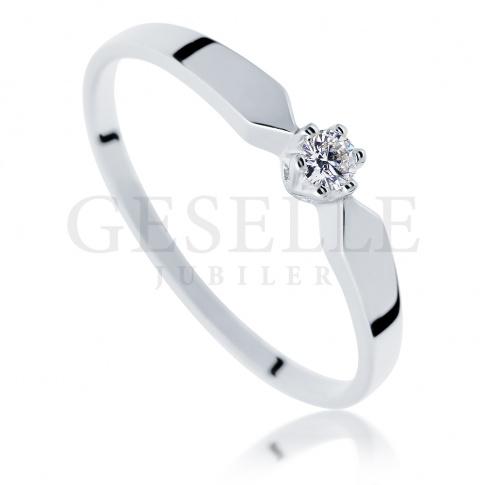 Doskonały pierścionek zaręczynowy - białe złoto i brylant 0.05 ct