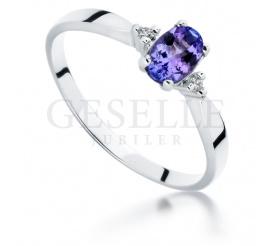 Unikalny tanzanit i brylanty 0,03 ct tworzą przepiękny pierścionek zaręczynowy z białego złota 14K (585)
