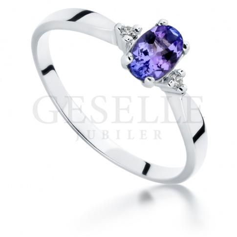 Unikalny tanzanit i brylanty 0.03 ct tworzą przepiękny pierścionek zaręczynowy z białego złota (585)