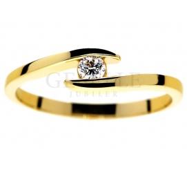 Nowoczesny pierścionek zaręczynowy z żółtego złota 14K z brylantem o masie 0,09 ct