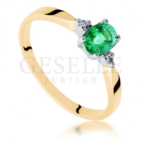 Wyjątkowy pierścionek zaręczynowy, złoty z brylantami i energetycznym, zielonym szmaragdem, żółte złoto