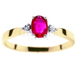 Efektowny, złoty pierścionek z czerwonym rubinem naturalnym i brylantami o masie 0,03 karata