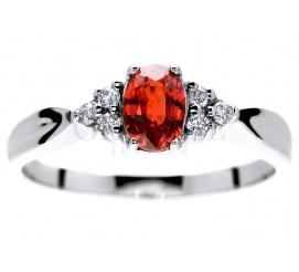 Niezwykły pierścionek z białego złota 14K z wyjątkowym, czerwonym szafirem i brylantami o masie 0.09 ct