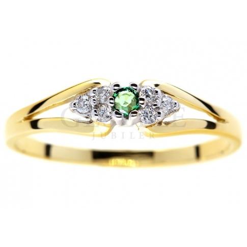 Niebanalny pierścionek zaręczynowy ze złota z zielonym szmaragdem i brylantami 0.06 ct