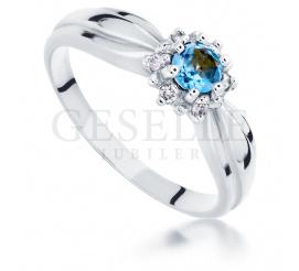 Romantyczny pierścionek -na zaręczyny z białego złota z topazem blue i brylantami
