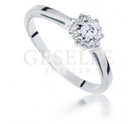 Wyjątkowy pierścionek zaręczynowy z białego złota z siedmioma brylantami w kształcie kwiatu