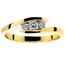 Luksusowy pierścionek zaręczynowy z klasycznego złota z trzema brylantami 0,23 ct