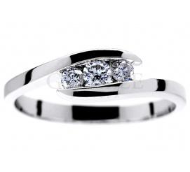 Elegancki pierścionek zaręczynowy z białego złota pr. 585 z trzema brylantami o masie 0,23 ct