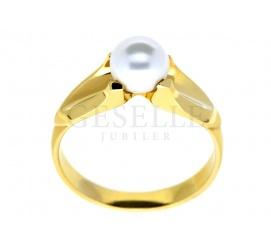 Pełen stylu i niezwykłej elegancji pierścionek z klasycznego złota pr. 585 z białą perłą hodowlaną