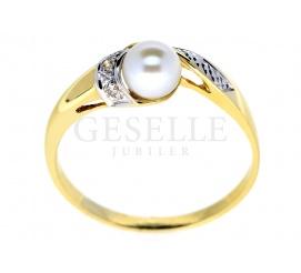 Czarujący pierścionek z klasycznego złota z niezwykłą perłą hodowlaną