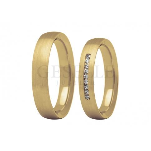 Piękne obrączki ślubne w amerykańskim stylu - klasyczne, żółte złoto i rząd lśniących kamieni