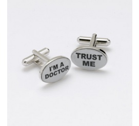 Oryginalne stalowe spinki do mankietów dla lekarza z napisem I'M A DOCTOR TRUST ME!