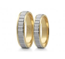 Komplet obrączek ślubnych z dwóch kolorów złota z ozdobną szyną