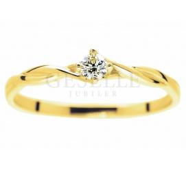 Niezwykły pierścionek zaręczynowy z żółtego złota z brylantem 0.09 ct