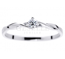 Subtelny i delikatny pierścionek zaręczynowy z brylantem 0,09 ct z oryginalną szyną z białego kruszcu 14K