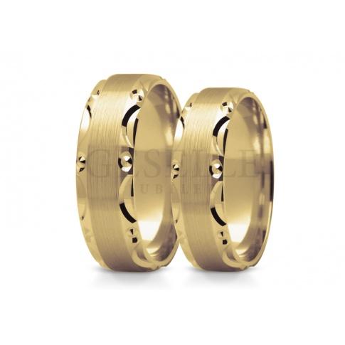 Nietuzinkowe obrączki ślubne z żółtego złota z oryginalnymi brzegami