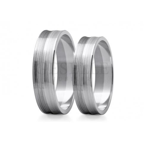 Matowe obrączki ślubne z białego złota z dwóch połączonych pierścieni, brzegi proste