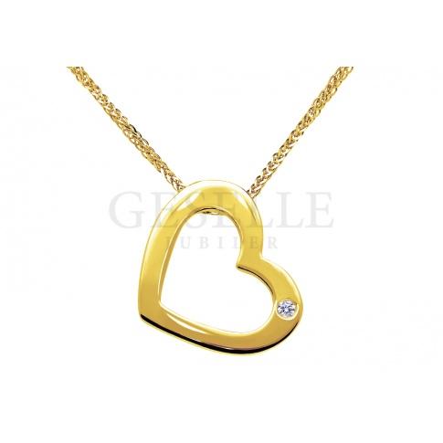 Stylowa, złota zawieszka w kształcie serca z brylantem 0,01 ct - elegancki pomysł na prezent