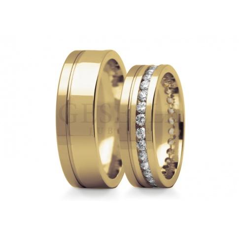 Olśniewające obrączki do ślubu w klasycznym żółtym złocie dookoła oprawione cyrkonie Swarovski ELEMENTS lub brylanty