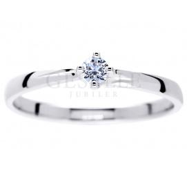 Delikatny pierścionek zaręczynowy z białego złota próby 585 z wiecznym brylantem 0,08 ct