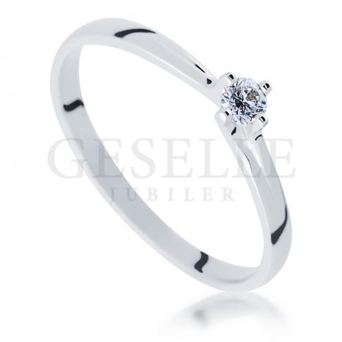 Delikatny pierścionek zaręczynowy z białego złota z wiecznym brylantem 0.10 ct