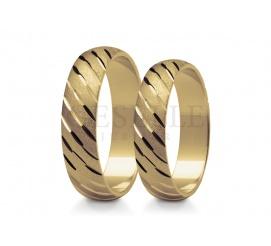 Zjawiskowe obrączki ślubne z klasycznego zółtego złota matowana powierzchnia kontrastuje z lśniącymi rowkami