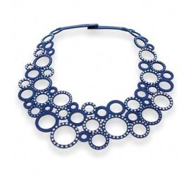 Niebanalny naszyjnik z granatowej alcantary i kryształów Swarovski ELEMENTS w kolorze Aquamarine, Crystal i Denim Blue