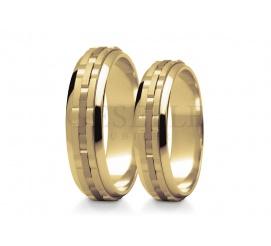 Oryginalna i nowoczesna stylistyka - złote obrączki ślubne dla par szukających niestandardowych wzorów