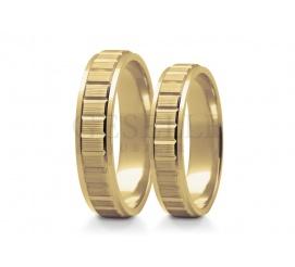 Piękna para obrączek ślubnych z żółtego złota - obrączki o nowoczesnej i niebanalnej formie