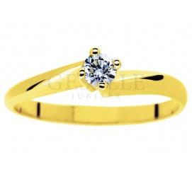 Cieszący się popularnością złoty pierścionek zaręczynowy z brylantem o masie 0,15 ct