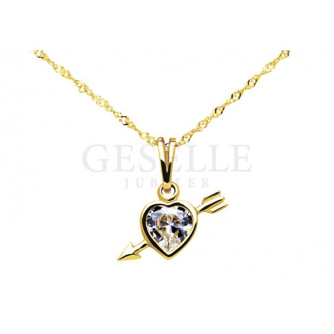 Urocza złota zawieszka z cyrkonią w kształcie serca - serce przebite strzałą - pomysł na prezent!