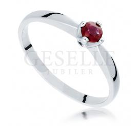 Klasyczny pierścionek zaręczynowy z czerwonym rubinem - białe złoto próby 585