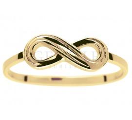 Popularny złoty pierścionek infinity z motywem nieskończoności - najmodniejszy w sezonie