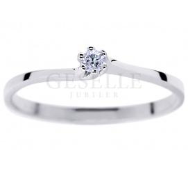 Elegancki pierścionek zaręczynowy z brylantem 0,05 ct z oryginalną szyną