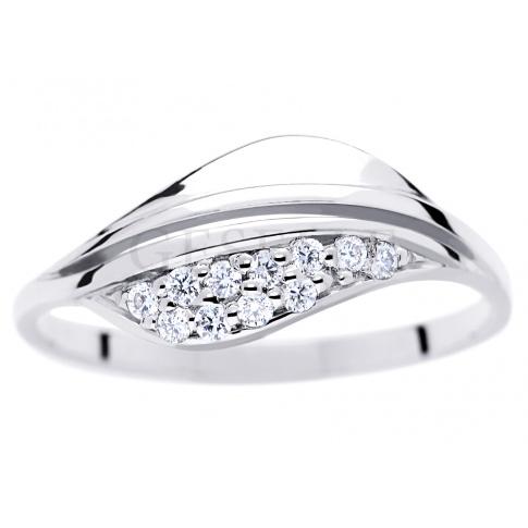 Pełen elegancji pierścionek na zaręczyny - białe złoto i jedenaście brylantów