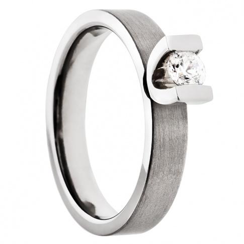 Nowoczesny pierścionek zaręczynowy z lekkiego tytanu i srebra z cyrkonią Swarovski ELEMENTS