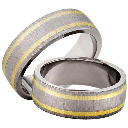 Matowy duet tytanowych obrączek z dwoma liniami z żółtego złota