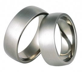 Proste, szerokie obrączki ślubne z tytanu w nowoczesnym stylu