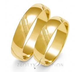 Tradycyjna para obrączek ślubnych z żółtego złota z ozdobnymi żłobieniami z matem - szerokość 5 mm